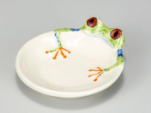 浮き出るかえる皿