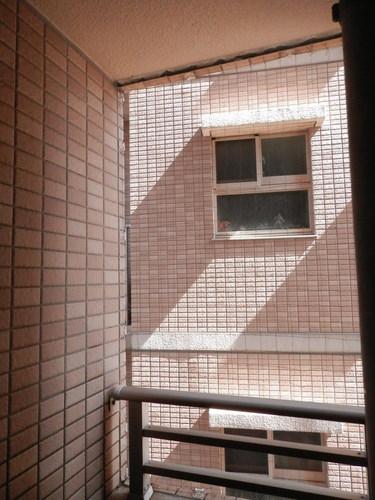 神戸市垂水区のマンションでのネット張り工事