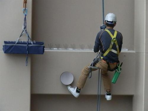 西明石にあるマンションでのハト対策工事です。