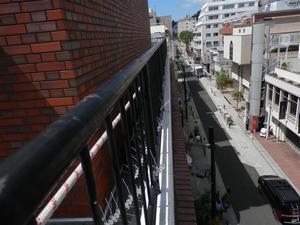 神戸市中央区のマンション屋上にハト防除器具の取り付け工事