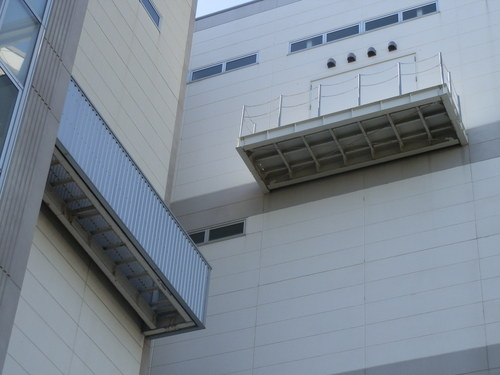 今回の工事は明石市内の工場からの鳥害対策のご依頼です。