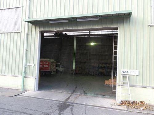 倉庫入り口のネット張りの依頼です