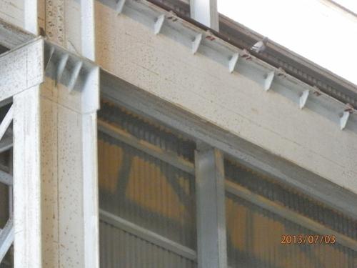 高砂市内にある工場のはと対策工事です。