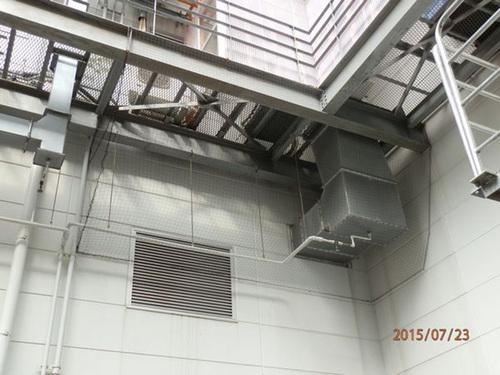 神戸市内にある工場でのはと対策工事です。