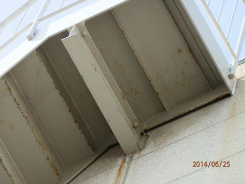 神戸市西区の会社倉庫の屋根及び階段裏のはと対策工事です。