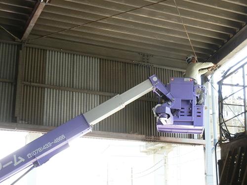 神戸市西区の会社倉庫ではと対策工事です。
