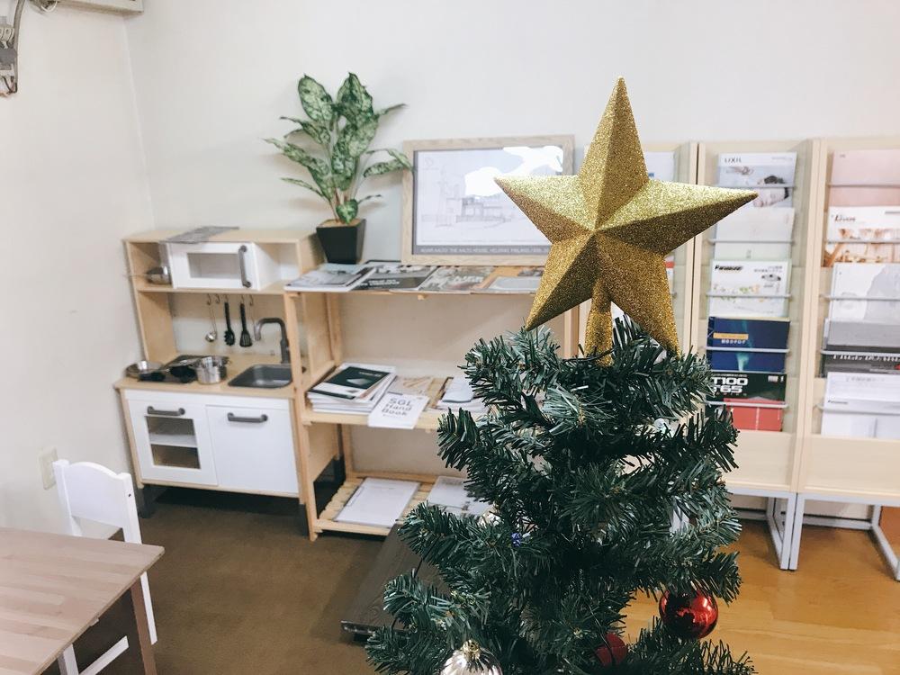 事務所がクリスマス仕様になりました