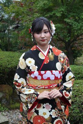 里嘉子 さん