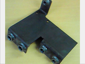 油圧配管接続ブラケット