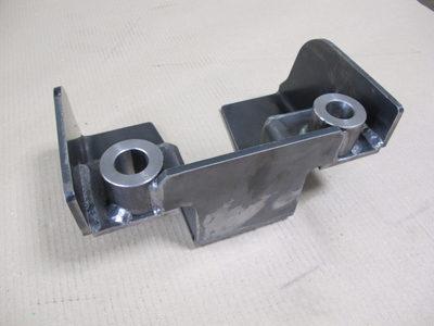 【試作から量産まで一貫対応】厚板の複数部品を溶接で組み合わせた建設機械用ブラケット