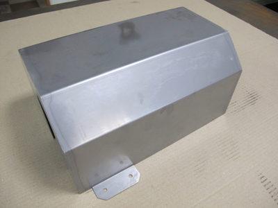 【溶接歪み・外観品質に考慮した薄板のステンレス板金加工】食品機械向け装置カバー