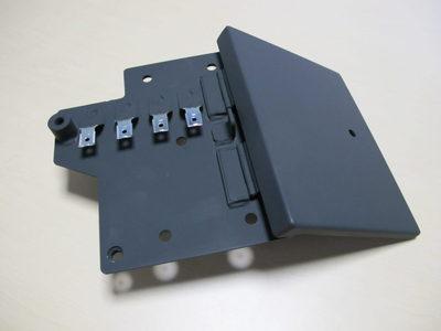 【部品点数の多い溶接組立品も治具なしで歪みなく加工】SS400・建設機械の制御盤ボックス