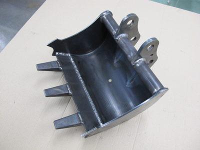 【ロールベンドで厚板の大きなR曲げ加工】建設機械のアタッチメントバケット