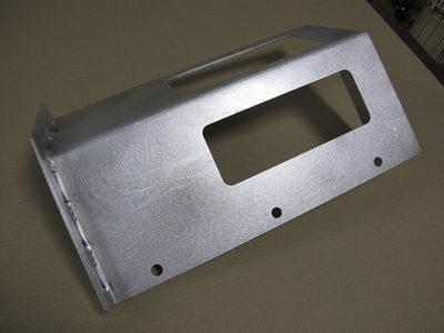 【アルミ薄板の縮み・歪みを抑えた断続溶接】特殊機械用カバー部品