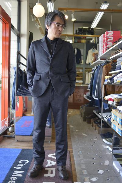 春のスーツスタイル。